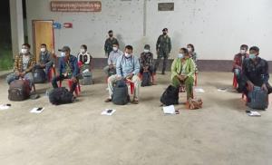รวบ 11 แรงงานชาวพม่าขณะซ่อนตัวรอนายหน้ามารับกลางป่าชายแดน