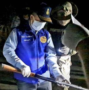 ยึดคืนอีก 16 กระบอกปืนหลวงสระแก้ว ถูกแก๊ง อส.ขโมยขาย คาดนกรู้ดอดทิ้งข้างทางแล้วแจ้ง จทน.ไปเก็บ