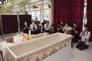 ว่าที่ ผบช.ทท.เป็นประธานรดน้ำศพคุณยายวัย 106 ปี เสียชีวิตด้วยโรคชรา