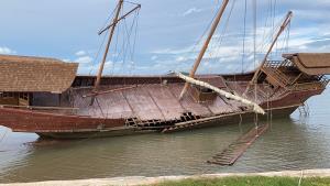 เรือสำเภาขนาดใหญ่วางคู่ประภาคาร จุดเซลฟี่และเรียนรู้วิถีชุมชนเกาะลันตาแห่งใหม่ หวังดึงนักท่องเที่ยว