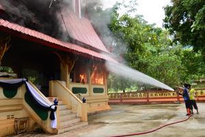 เมรุวัดทองผาภูมิ ถูกไฟไหม้ไป 70% เสียหายกว่า 4 แสนบาท เจ้าอาวาสเชิญญาติโยม ร่วมบริจาคบูรณะขึ้นมาใหม่