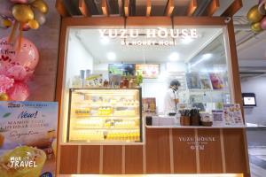 ด้านหน้าร้าน Yuzu House สาขา Velaa Sindhorn Village หลังสวน