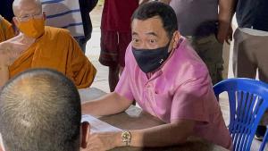 ย้ายแล้ว! ผู้ติดยาในศูนย์บำบัดวัดท่าพุฯ สภาพแออัด ผู้ว่าฯ กาญจน์ให้ย้ายไปเขาชนไก่ทั้ง 300 คน