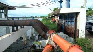 เร่งพร่องน้ำบึงหนองโคตรรับร่องมรสุมพาดผ่านขอนแก่น ป้องกันน้ำท่วมเขตเศรษฐกิจ