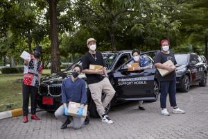 เหล่านักร้องจิตอาสา วางไมค์มาจับพวงมาลัย ขับ BMW ส่งยาและสิ่งจำเป็นให้ผู้ป่วย Home Isolation