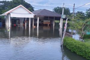โคราชน้ำท่วมขยายวงกว้าง ยังจมใน 5 อำเภอ 15 ตำบล 23 หมู่บ้าน เตือนพื้นที่ใต้ 3 เขื่อนเสี่ยงท่วม