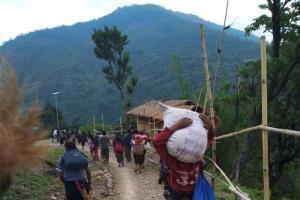 เมืองรัฐชินใกล้ชายแดนอินเดียระอุ ชาวพม่าหลายพันคนหนีภัยต่อสู้ระหว่างกองทัพและฝ่ายต่อต้าน