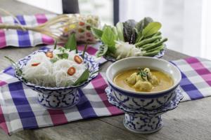 """ส่งความอร่อยถึงบ้านกับ """"อาหารไทย"""" เลิศรสจากห้องพันวาเฮ้าส์ โรงแรมเคปพันวา ภูเก็ต"""