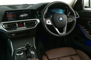 BMW เสริมทัพรุ่นฐานล้อยาว 320Li Luxury สนนราคา 2,469,000 บาท