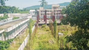 โซเชียลฯ แห่วิจารณ์เสียดาย หลังพบโคงการตึก 4 ชั้น รพ.เกาะสมุยถูกผู้รับเหมาทิ้งงาน