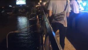 หญิงเครียดทะเลาะกับแฟนพยายามกระโดดสะพานพระราม 4