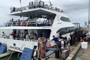 ท่องเที่ยวเกาะกูดคึกคักนักท่องเที่ยวแห่เดินทางเข้าพักผ่อนช่วงหยุดยาว 3 วัน