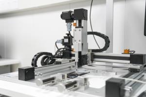 หุ่นยนต์ทดสอบอัตโนมัติที่ OPPO Communication Lab