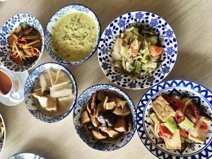 """กินผักภูเก็ตปีนี้ อร่อย...อิ่มบุญ ที่ """"ครัวเมอร์ลิน&เมอร์ลินการ์เด้น"""" โรงแรมภูเก็ตเมอร์ลิน"""