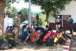 รวบ 35 แรงงานพม่าทะลักข้ามชายแดนกาญจน์