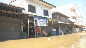 ชาวชุมชนตลาดร้อยปีท่าเรืออ่วม น้ำท่วมหนักพื้นที่เศรษฐกิจได้รับผลกระทบ