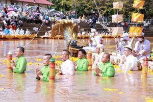 ศรัทธาไม่เสื่อมคลาย! พ่อเมืองเพชรบูรณ์นำคณะอุ้มพระดำน้ำ เผยเหตุอัศจรรย์วันรำถวาย