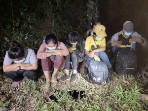 หลบไม่รอด! ทหารผาเมืองรวบ 6 เมียนมาลอบเข้าเมืองคาด่านเชียงใหม่-สารภาพจ่ายคนนำพาหัวละ 2.5 หมื่นพาเข้า กทม.