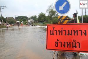 น้ำชี @มหาสารคามเพิ่มสูงต่อเนื่อง ชาวบ้านเร่งกรอกกระสอบทรายกั้น