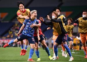 """""""ญี่ปุ่น"""" ยื้อความหวังลุยบอลโลก """"ออสเตรเลีย"""" ยิงตัวเองพ่ายนัดแรก"""