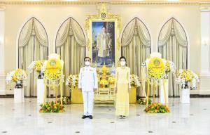 พลเอก ประยุทธ์ จันทร์โอชา นายกรัฐมนตรี และ รัฐมนตรีว่าการกระทรวงกลาโหมและภริยา เป็นประธานพิธีวางพวงมาลา เนื่องในวันคล้ายวันสวรรคตพระบาทสมเด็จพระบรมชนกาธิเบศร มหาภูมิพลอดุลยเดชมหาราช บรมนาถบพิตร 13 ตุลาคม 2564
