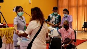 ฉีดวัคซีนโควิดให้ชาวนครพนม ถวายเป็นพระราชกุศลในหลวง ร.๙