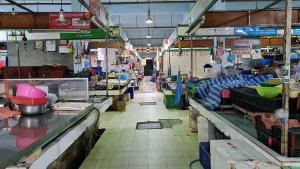 ปิดตลาดฉัตร์ไชยหัวหิน เพิ่มอีก  4 วัน พร้อมเรียกชาวตลาด SWAB รอบสอง