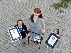 สาวตุรกีขึ้นแท่น 'ผู้หญิงสูงที่สุดในโลก'