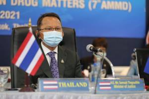 """""""สมศักดิ์"""" ยันไทยไม่พร้อมเปิดกัญชาเสรี ขอใช้เฉพาะประโยชน์ทางการแพทย์"""