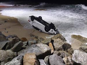 """แชร์สนั่น! """"โค้งกะหลิม"""" อันตราย รถคนไทย-ต่างชาติเสียหลักพุ่งลงทะเล เดือนเดียว 3 คัน"""