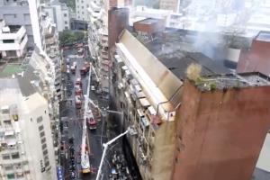 """ไฟนรกไหม้แรงอพาร์ตเมนต์ 13 ชั้นใน """"ไต้หวัน"""" เช้ามืดวันนี้ ย่างสดสลดดับไม่ต่ำกว่า 46 ศพ บาดเจ็บจำนวนมาก ตร.ยังไม่ตัดประเด็นวางเพลิง"""
