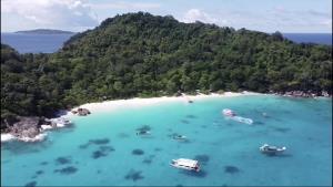 หมู่เกาะสิมิลัน พร้อมเปิดรับนักท่องเทีี่ยวอีกครั้ง 15 ต.ค.นี้