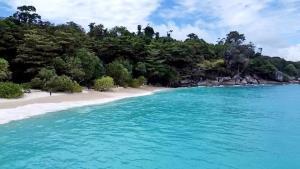 หาดสวยน้ำใสที่หมู่เกาะสิมิลัน