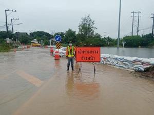 ถนน40แห่งยังจมน้ำรถผ่านไม่ได้ดินสไลด์-ทางขาดบางจุดระดับน้ำสูงกว่า2เมตร