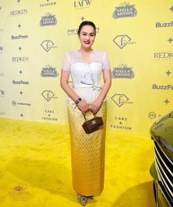 นาตาลี เดวิส อวดลุคชุดไทยสุดปังในงาน LA Fashion Week