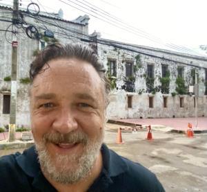 """""""รัสเซล โครว์"""" ดาราดังถ่ายทำหนังในกรุงเทพฯ ชมจัด """"แซนด์บ็อกซ์ ควอรันทีน"""" ที่ภูเก็ต"""