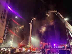 ไฟไหม้อาคารเฉิงจงเฉิง นครเกาสง มีผู้เสียชีวิตอย่างน้อย 46 ราย