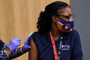 ข่าวดี! สหรัฐฯ อ้าแขนต้อนรับนักเดินทางฉีดวัคซีนโควิด-19 สูตรไขว้