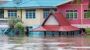 ชุมชนบ้านเกาะพระ บางปะอินกว่า 200 หลังคาเรือนยังจมน้ำ