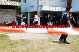 หวั่นบุกล้างแค้น! ตำรวจผลัดเปลี่ยนเวียนเฝ้าดูบ้านที่เกิดเหตุทวงหนี้ยิงกันตาย 2 ศพ ตลอด 24 ชม.