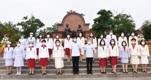 รมช.สธ.นำคณะผู้บริหาร ผู้แทนพยาบาล ถวายราชสักการะสมเด็จย่า เนื่องในวันพระราชสมภพและวันพยาบาลแห่งชาติ
