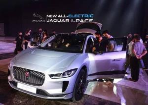การเปิดตัวรถ Jaguar I-PACE อย่างยิ่งใหญ่ในลาว เมื่อปลายเดือนสิงหาคม ท่ามกลางความเงียบเหงาทางธุรกิจจากการระบาดของโควิด-19